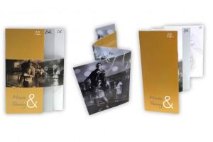 Ausgefallene Hochzeitskarte mit persönlichen Bildern und Mehrfachfaltung.