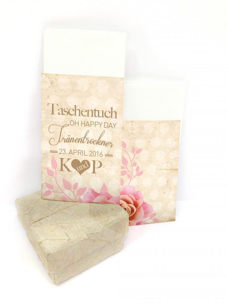 Schön verpackte Taschentücher zum Trocknen der Freudentränen gehören zum Hochzeitsevent einfach dazu. Diese Hüllen sind liebevolle kleine Helfer und sorgen für den Extra-Schliff.