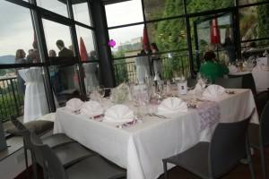 Leerer Tisch bei der Hochzeit