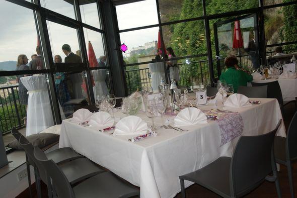 Leerer Tisch bei der Hochzeit - unangenehme Hochzeitspannen
