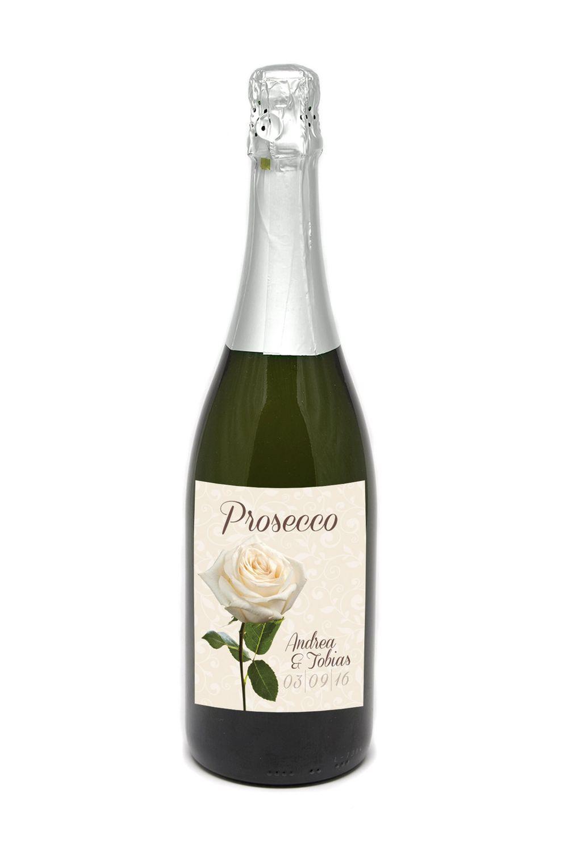 Weinetiketten floral romantisch tischdekoration mit blumen