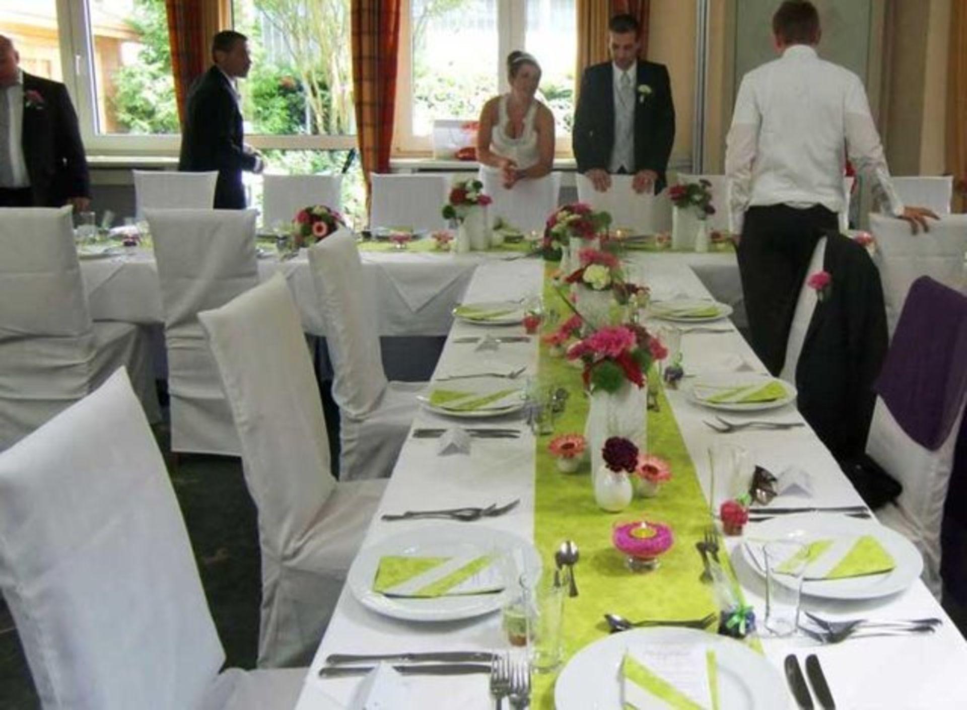 Hochzeit in gr n pink lila for Lila und grun mischen