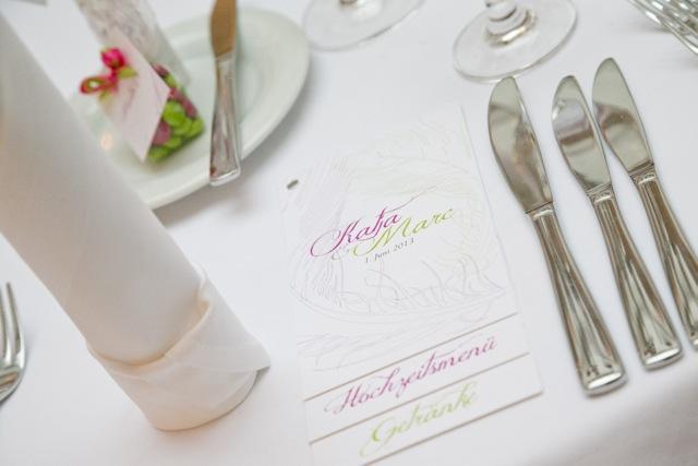 Federleichtes Glück - Hochzeitseinladung mit Banderole